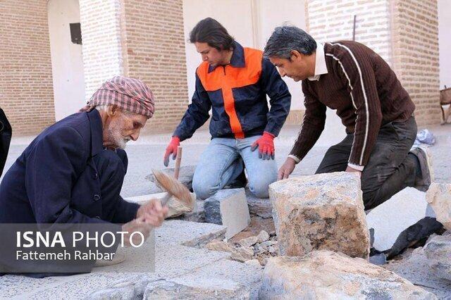 از سنگ تراشی مسجد جامع یزد تا خلق بشقاب های حکاکی شده