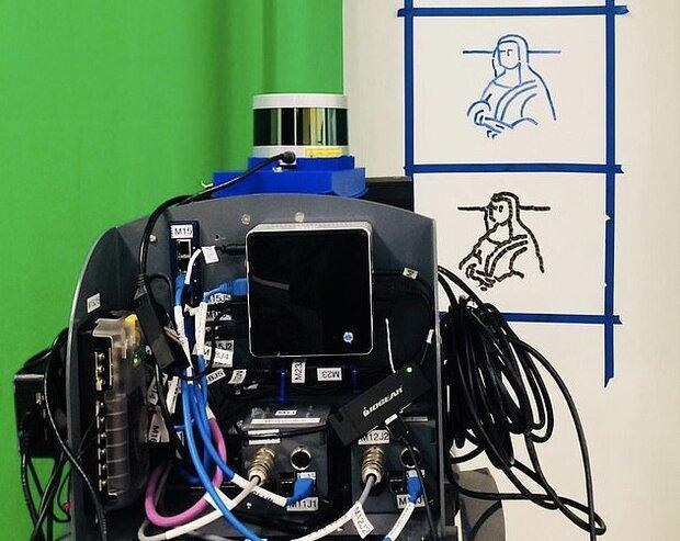 رباتی که سلام را به 10 زبان می نویسد