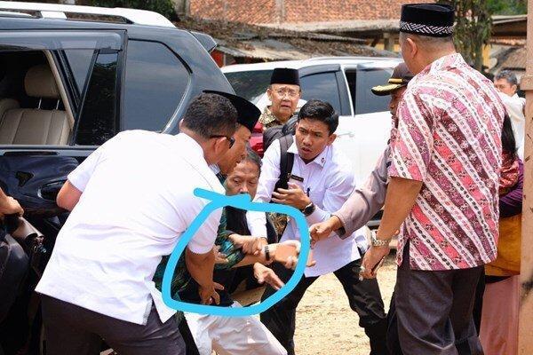 وزیر امور سیاسی-امنیتی اندونزی هدف حمله با چاقو نهاده شد
