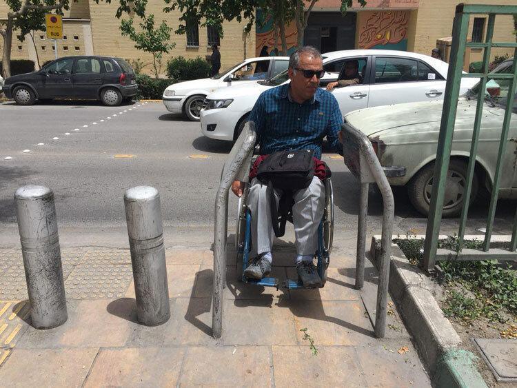 معابر شهری بندرعباس مناسب معلولان نیست