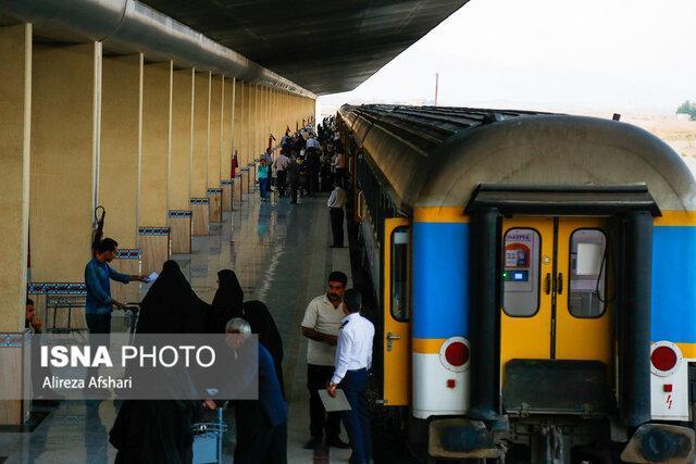 حرکت مسافران اربعین حسینی با نخستین قطار اصفهان-کرمانشاه