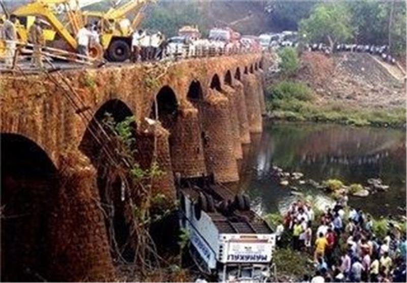 کشته شدن 37 نفر در حادثه سقوط اتوبوس در هند
