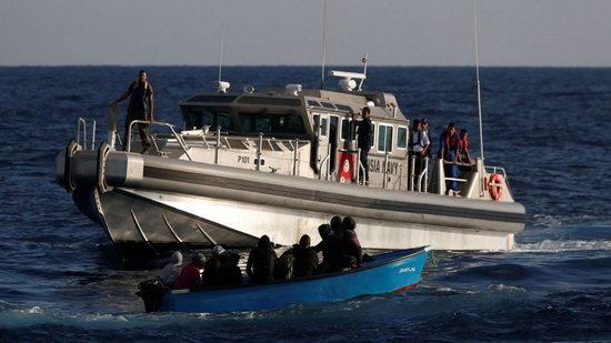 کشف اجساد 12 نفر در پی واژگونی قایق مهاجران در آب های ایتالیا