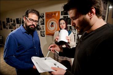 ایرانی ها در حمایت از یک بازیگر بیمار در کانادا روی صحنه می فرایند