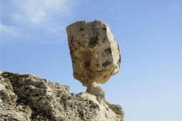 سنگ چهره اثر طبیعی سرفاریاب یاسوج تخریب شد
