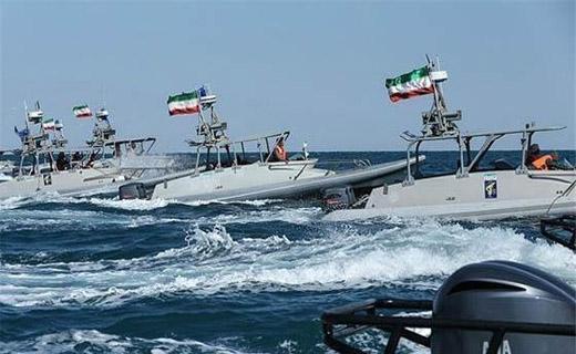 سنتکام: 11 شناور ایرانی در خلیج فارس به 6 کشتی جنگی آمریکا نزدیک شدند