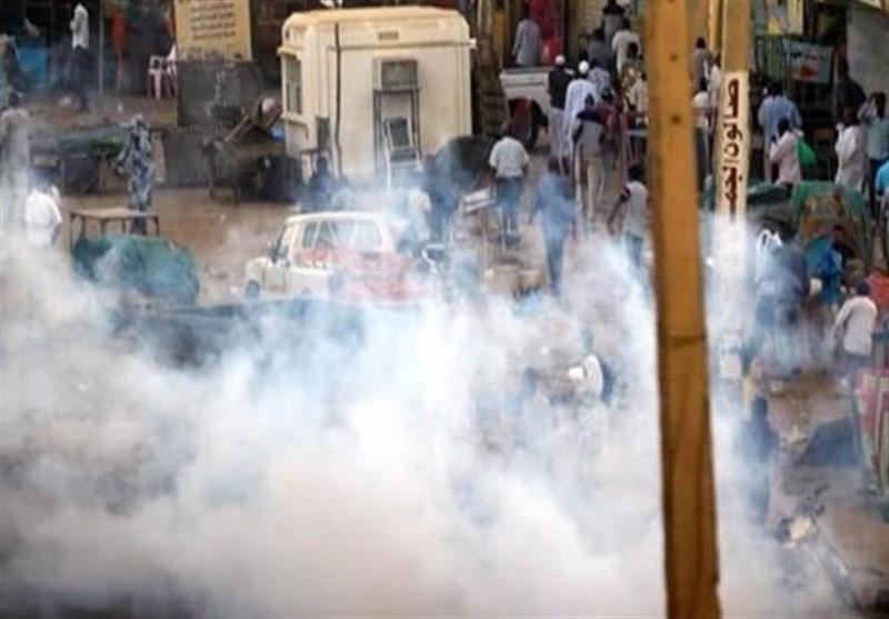 تظاهرات گسترده در اقتصادی و اشغال ساختمان رادیو و تلویزیون