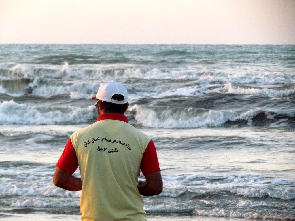 خبرنگاران حضور ناجیان غریق در تاسیسات گردشگری مشرف به دریا الزامی است