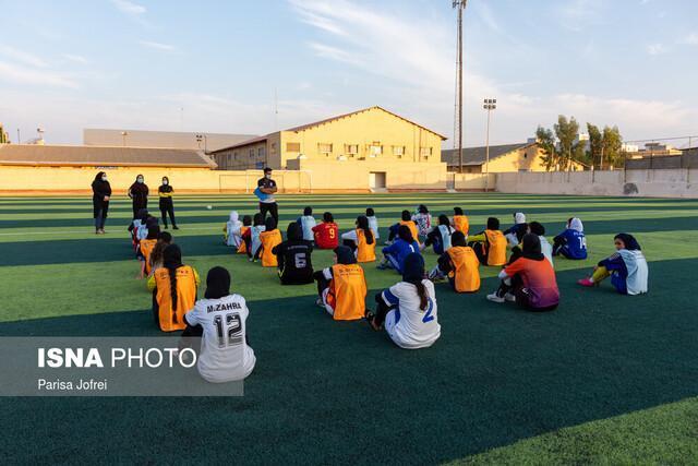 ماندگاری تیم فوتبال بانوان در بوشهر ، با قدرت به سوی سکوی قهرمانی لیگ برتر