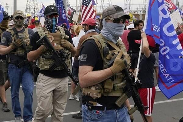 اعتراضات و تنش های خیابانی در برخی شهرهای آمریکا، طرفداران ترامپ با سلاح گرم در خیابان ها