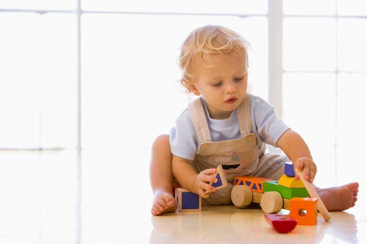 چطور با بازی، قدرت لمس و تشخیص نوزاد را تقویت کنیم؟