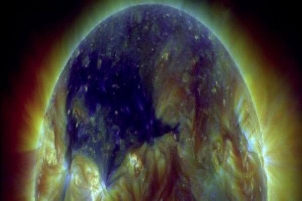 احتمال گیر افتادن گازهای بادهای خورشیدی در هسته زمین!