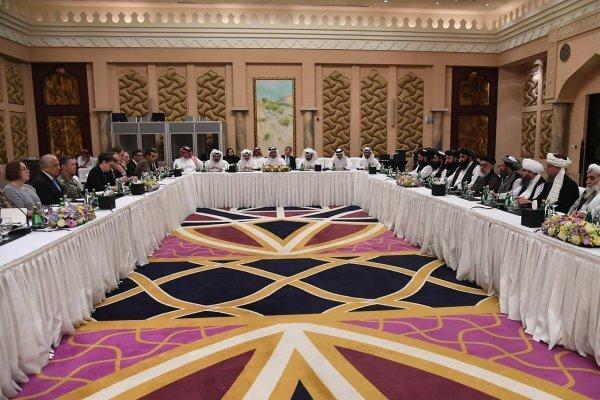 ملاقات نماینده قطر با زلمای خلیل زاد و مذاکره کننده ارشد طالبان